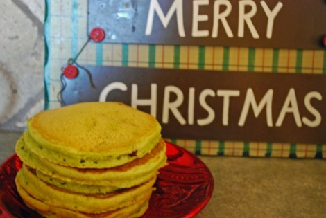 These Healthy Christmas pancakes use spinach for a holiday green color!