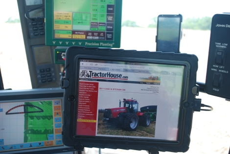 Take a virtual tour of a modern tractor!  {DaddysTractor.com}