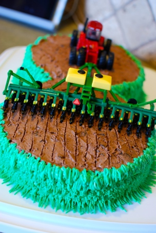 Farmer Brett Birthday party  {DaddysTractor.com}