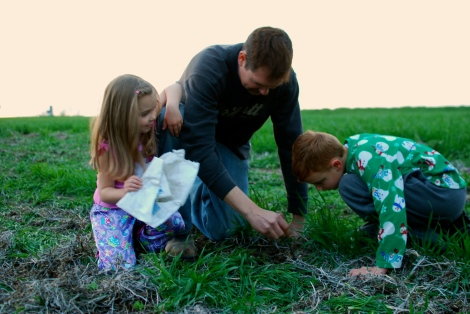 Planting begins on the farm (and everyone's excited!  {DaddysTractor.com}